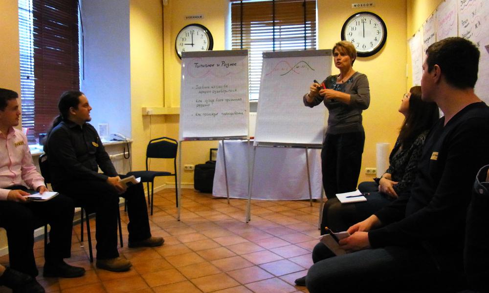 Dr. Heike Pfitzner erklärt Unterschiede und Gemeinsamkeiten Russen und Deutschen