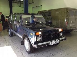 Lada Niva in der Werkstatt in Moskau