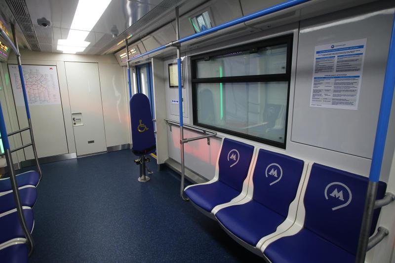 Im neuen U-Bahn-Waggon gibt es Touchscreens und Stehsitze.